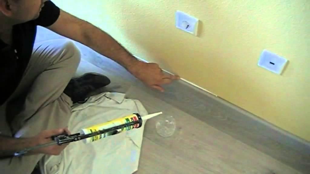 Masillar la junta del rodapie o z calo de madera y la - Como pintar las juntas del piso ...