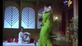 Repeat youtube video Jayamalini mujra
