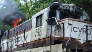 AC44i VLi e locomotiva BB36 EFVM com fogo
