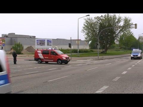 Löschzug BF Rostock trifft auf Polizei Kolonne