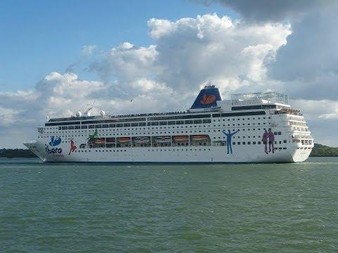 """Queen Victoria"", ""Queen Elizabeth"", ""Grand Mistral"" & ""Aurora"" in Southampton - 15/05/2013"