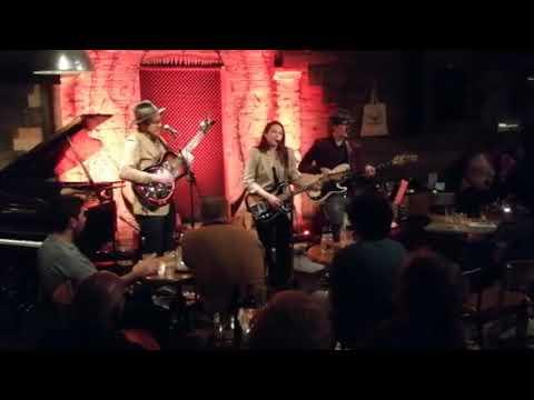 Danni Nicholls / Hear Your Voice / Live @ The Bear Club Mp3