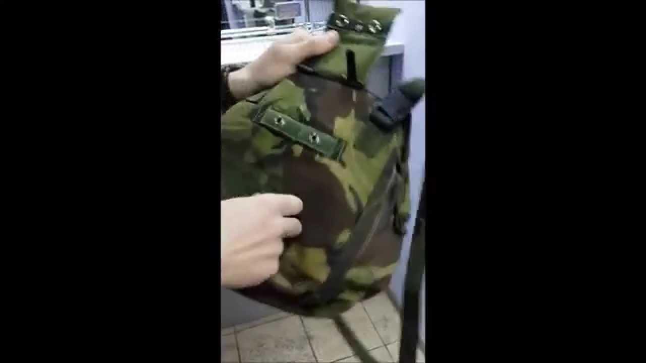 Стильные кожаные рюкзаки от grafea идеально подойдут для любого смелого аутфита. У них имеются два маленьких боковых кармана и один.