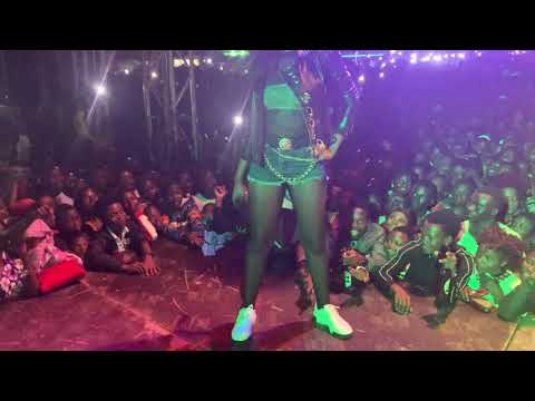 spice-diana's-one-woman-show-in-bundibugyo-she-performs-omusheshe,-best-friend-&-others