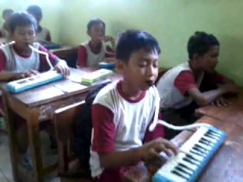 Akhmadi-SD Kalisari 05 pg-belajar pianika
