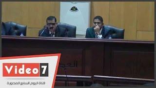 """بالفيديو..دفاع """"أحداث الوزراء"""" للمحكمة:المتهمين بيناموا على الأرض..والقاضى:""""عايزهم يناموا علي إيه"""""""
