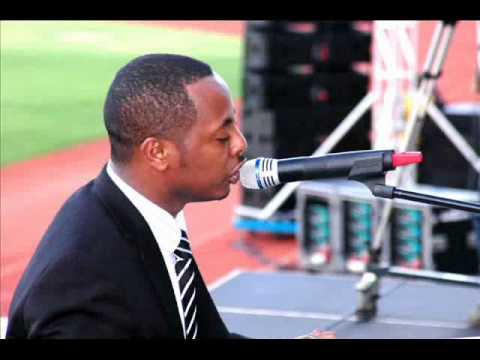 "Kizito Mihigo kuri Radio Rwanda - 12/04/ 2010 - Igitaramo: ""Akira uru Rwanda Mana ihoraho"""