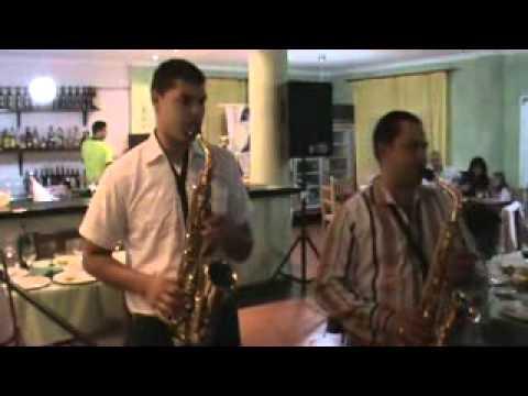 "Paul de la Agnita si Nelutu zis ""Rumanu"" - duet de saxofoane sirba."