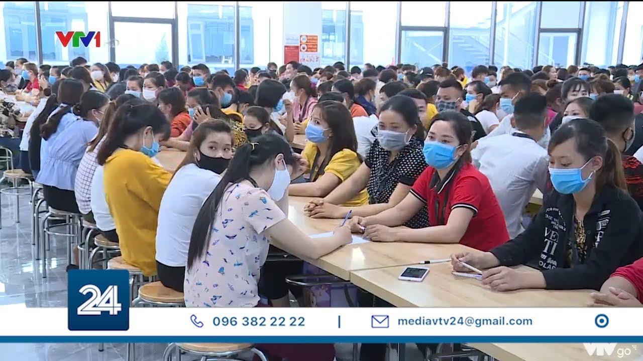 35000 công nhân được tuyển dụng để sản xuất Airpods | VTV24