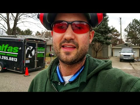 """""""TRUTH EXPOSED"""" About Your First Year in The Landscaping Business"""