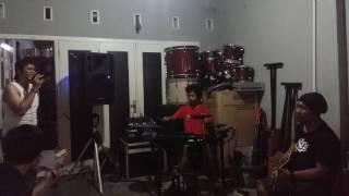 Download lagu Dari mata cover by E Studio Band