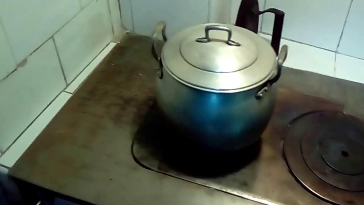 Cocina econ mica de carb n o le a youtube for Cocina economica a lena