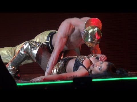 Nicki Minaj - Anaconda (Brussels, Belgium - The Pink Print Tour, Palais 12 - HD)