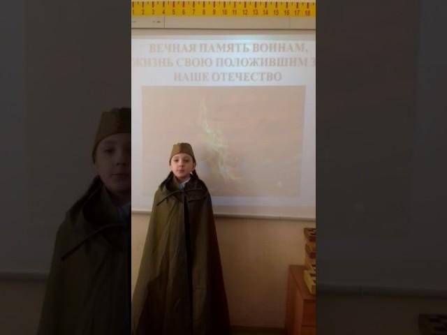 Изображение предпросмотра прочтения – АннаЯрмолюк читает произведение «Вечный огонь» С.В.Михалкова