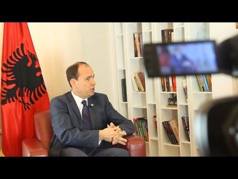 A ndihet Bujar Nishani Presidenti i gjithë shqiptarëve?