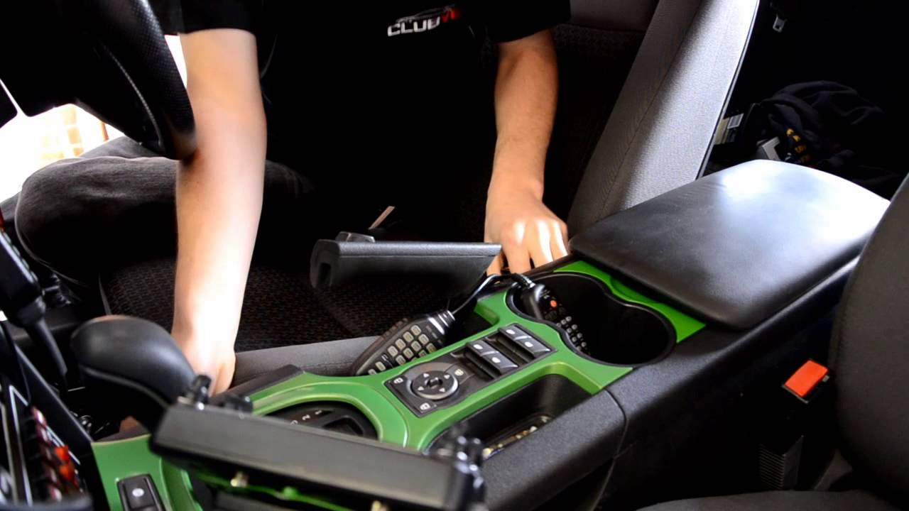 How To Remove The Center Console Surround In Your Holden Ve Youtube