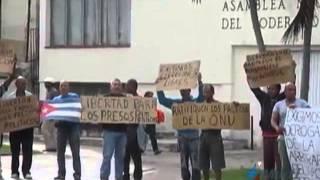 Trabajadores descontentos piden a periodistas filmar protesta contra la policía