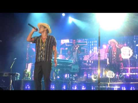 [HD] Bruno Mars Live In Hong Kong - Just The Way You Are + Introducing the band (30/3/2014)