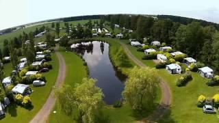 In vogelvlucht: Camping De Drie Provinciën, Een-west, Drenthe