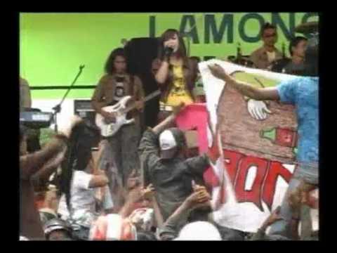 om.rena-cinta berpayung bulan-live in LAMONGAN 25 april 2010