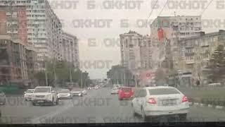 Момент аварии со сбитой девушкой в Новороссийске попал на видео