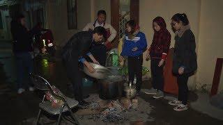 Ấm lòng chương trình phát bánh chưng miễn phí cho người nghèo và người vô gia cư Hà Nội
