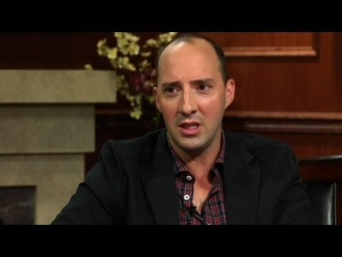 """Who Would Win In A Fight: """"Buster"""" Or """"Gary""""? Tony Hale Answers Social Media..."""