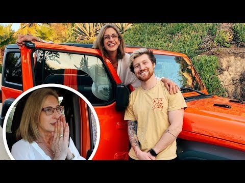 SURPRISING MOM WITH DREAM CAR FOR CHRISTMAS!! (emotional)