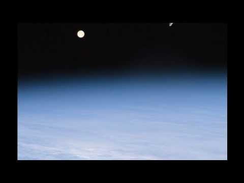 Puesta de la luna sobre el océano Atlántico desde la Estación espacial ISS (Enero 2012) HD