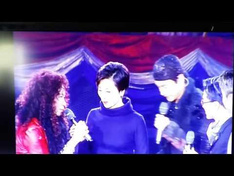 2000年香港電台十大金曲第22屆頒獎典禮由影迷公主 陳寶珠頒獎給哥哥張國榮。       獎