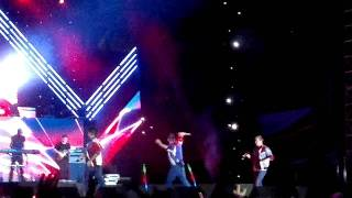 [Fancam HD] Westlife Gravity Tour In Viet Nam -  Only girl (in the world)