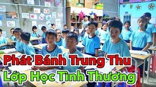 LamTV - Phát Bánh Trung Thu Cho Các Em Học Sinh Nghèo Hiếu Học | Lớp Học Tình Thương