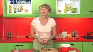 Что Есть   Клубничный салат с морковью и орехами