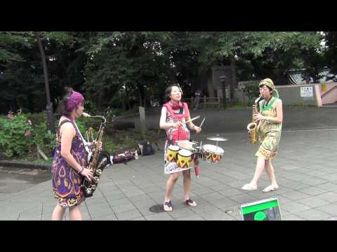 Japanese street performers - Super Mario Bros theme song