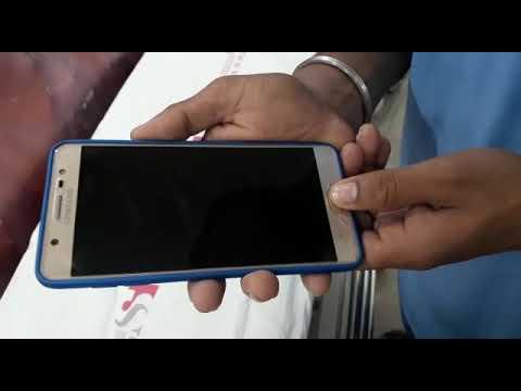 Samsung ka service centre wale dhokhebazz hote h plz don't buy Samsung phone