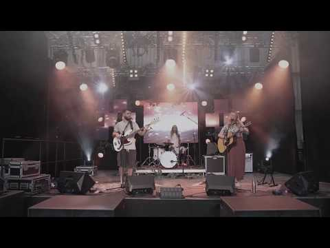 Tasha Robertson - Along The Avenue (Live at Party in the Vines)