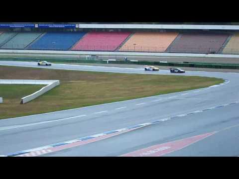 ADAC GT Masters, führender Audi R8 Christian Abt überrundet einen Lamborghini