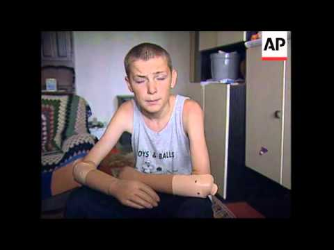 BOSNIA: LANDMINE CLEARING CONTINUES