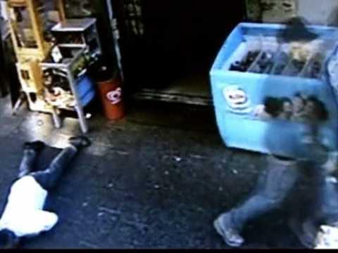 Hi4vn.net - Italia sốc trước video giết người thản nhiên trên phố