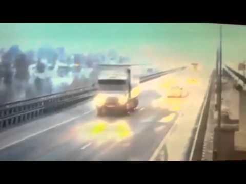 Падение фуры в Татарстане Мамадыш с моста в реку Вятка  Видео