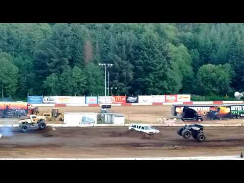 Skelator Vs. The California Kid Monster Truck Racing @ Coos Bay Speedway