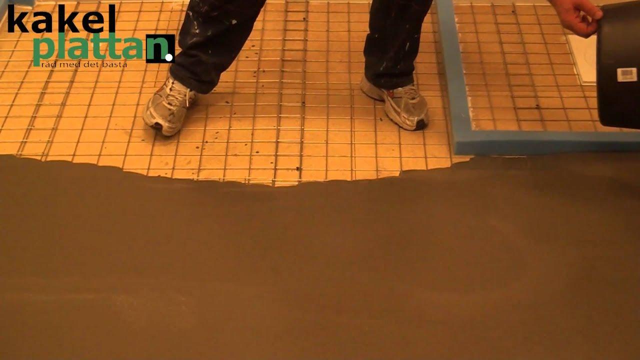 Dax för flytspackling av badrummet. Hälla ut flytspackel. Mer på  kakelplattan.se. Kiilto Floor Heat 23ce5c4482211