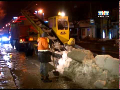 В Саратове продолжают бороться с последствиями снегопадов