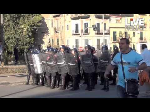 Piazza Indipendenza, scontri tra ex Pip e carabinieri