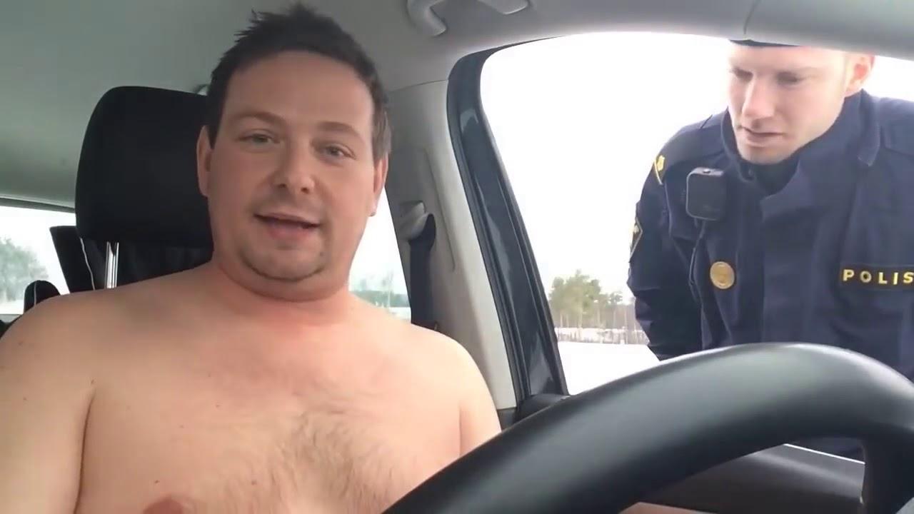 Polis Naken