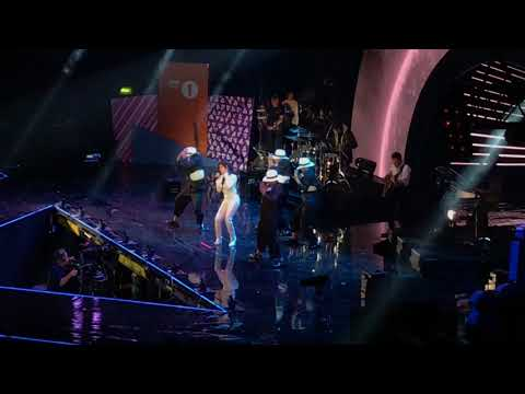 CAMILA CABELLO - Crying In The Club Live at the BBCR1 Teen Awards