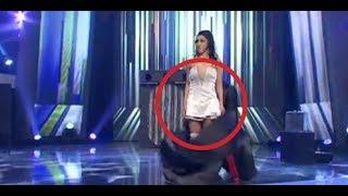 Todos miran su vestido con malos pensamiento, hasta que ella hace algo que los deja gritando!