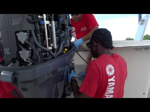 Outdoor World Team Fitting and Rigging a Yamaha F150 Engine