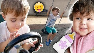 BRINCANDO NO PARQUINHO DE DIVERSÃO!! Bebê Laura, Passaporte, Craudete Indignada - Daily Vlog Familia