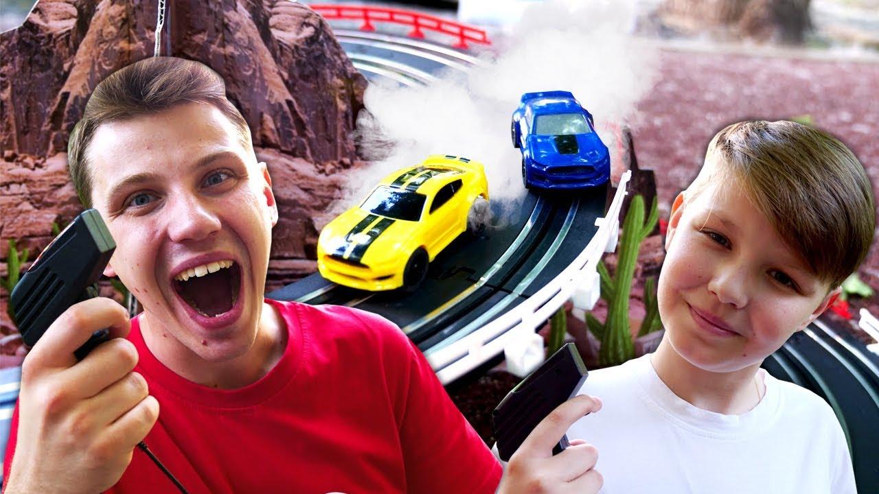 Машинки в видео для детей – Гоночная трасса на детской площадке! – Игры гонки на двоих.